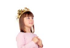 Härlig liten flicka med den guld- kronan av prinsessan Royaltyfri Fotografi