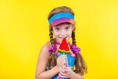 Härlig liten flicka med den stora klubban Fotografering för Bildbyråer
