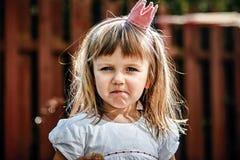 Härlig liten prinsessaflicka fotografering för bildbyråer
