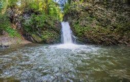 härlig liten vattenfall Arkivbilder