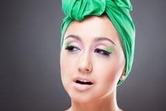 härlig ljus listig makeupkvinna Arkivbilder