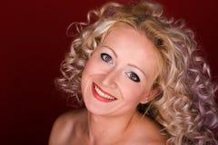 härlig lockig hårkvinna Royaltyfri Fotografi