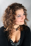 härlig lockig hårkvinna Royaltyfri Bild
