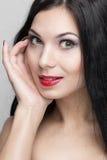 härlig lockig hårkvinna Arkivbilder
