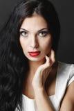 härlig lockig hårkvinna Royaltyfria Bilder