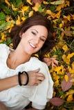 härlig lycklig kvinna för höst Royaltyfri Fotografi