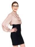 Härlig lycklig kvinna i exponeringsglas och skjorta med den svarta kjolen Royaltyfria Bilder