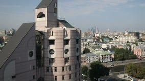 Härlig mång--våning bostads- byggnad arkivfilmer