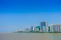 Härlig Macao stad i horizonten med några moderna byggnader i en härlig blå himmel Arkivfoton