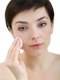 härlig makeup som tar bort kvinnan fotografering för bildbyråer