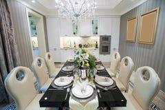 Härlig matsal i en herrgård royaltyfri fotografi