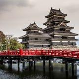 Härlig medeltida slott Matsumoto i den östliga Honshuen, Japan Royaltyfri Fotografi