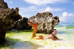 Härlig mermaid i det tropiska havet Royaltyfri Foto