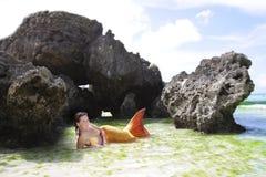 Härlig mermaid i det tropiska havet Royaltyfri Bild