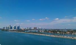 Härlig Miami horisont på solig dag royaltyfri fotografi