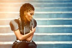 Härlig modeafrikankvinna Royaltyfria Bilder