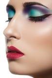 Härlig model framsida för närbild med modesmink royaltyfri fotografi