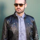Härlig modell som poserar på veckan för mode för Milan Men ` s Arkivbilder