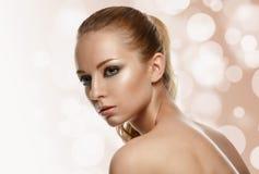 Härlig modell Woman Face med modemakeup royaltyfri fotografi