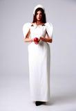Härlig moderiktig kvinna i den vita klänningen Arkivfoton