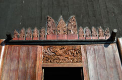 Härlig modern byggnad på baandam i Chiang Rai Arkivbild