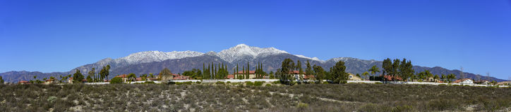 Härlig monteringsBaldy sikt från Rancho Cucamonga royaltyfria foton