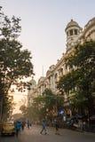 Härlig morgon i centrum av Kolkata, Indien Cityscape med gammal kolonial arkitektur Royaltyfria Bilder