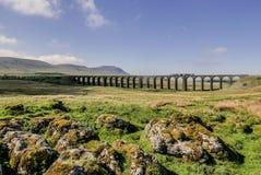Härlig morgon på den Ribblehead viadukten arkivfoton