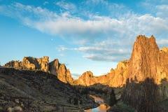 Härlig morgonsikt av Smith Rock State Park Royaltyfri Foto
