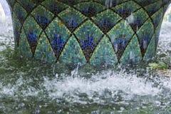 Härlig mosaikspringbrunn med den orientaliska geometriska traditionella modellen Royaltyfri Fotografi