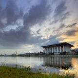 Moské vid lakesiden Royaltyfri Bild
