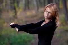 Härlig mystisk flicka i höstskogen Fotografering för Bildbyråer