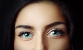 Härlig närbild för blåa ögon Fotografering för Bildbyråer