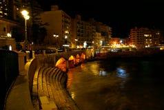 Härlig natt på den medelhavs- kusten i Malta Royaltyfri Bild