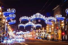 Härlig natt St Petersburg, Nevsky Prospekt, Ð-¡ hristmas, nytt år Arkivfoton