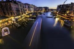 Härlig natt Venedig Italien för lång exponering arkivfoton