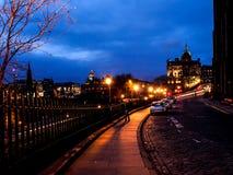 Härlig nattlandskapbild av Edinburg Royaltyfria Bilder