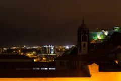 Härlig nattsikt av huvudstaden av madeiran Funchal, Portugal Royaltyfria Bilder