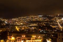 Härlig nattsikt av huvudstaden av madeiran Funchal, Portugal Royaltyfri Bild