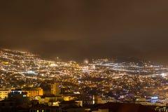 Härlig nattsikt av huvudstaden av madeiran Funchal, Portugal Arkivbilder