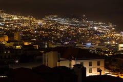 Härlig nattsikt av huvudstaden av madeiran Funchal, Portugal Royaltyfri Fotografi