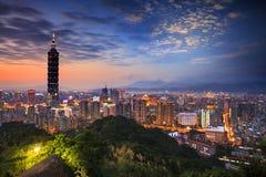 Härlig nattsikt av taipei horisont på natten, Taipei, Taiwan Arkivfoto