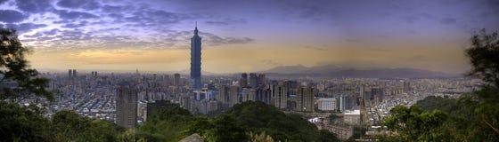 Härlig nattsikt av taipei horisont på natten, Taipei, Taiwan Arkivbilder