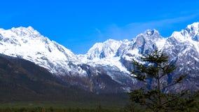 Härlig natur av Jade Dragon Snow Mountain Arkivfoto