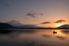 Härlig naturlig landskapsikt av Mount Fuji på Kawaguchiko Royaltyfri Foto