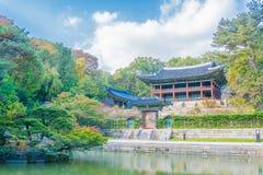 Härlig och gammal arkitektur i den Changdeokgung slotten i Seoul arkivfoton