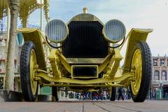 Härlig och gammal Cadillac roadster 1912 med eker av trähjul Fotografering för Bildbyråer