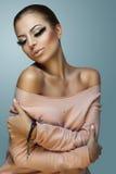 Härlig och glamorös kvinna Arkivfoto