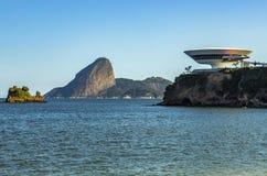 Härlig och modern arkitektur och skönhet av naturen royaltyfri fotografi
