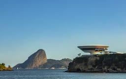 Härlig och modern arkitektur och skönhet av naturen fotografering för bildbyråer
